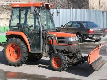 Kubota ST30 with brush and blade - žemės ūkio traktorius